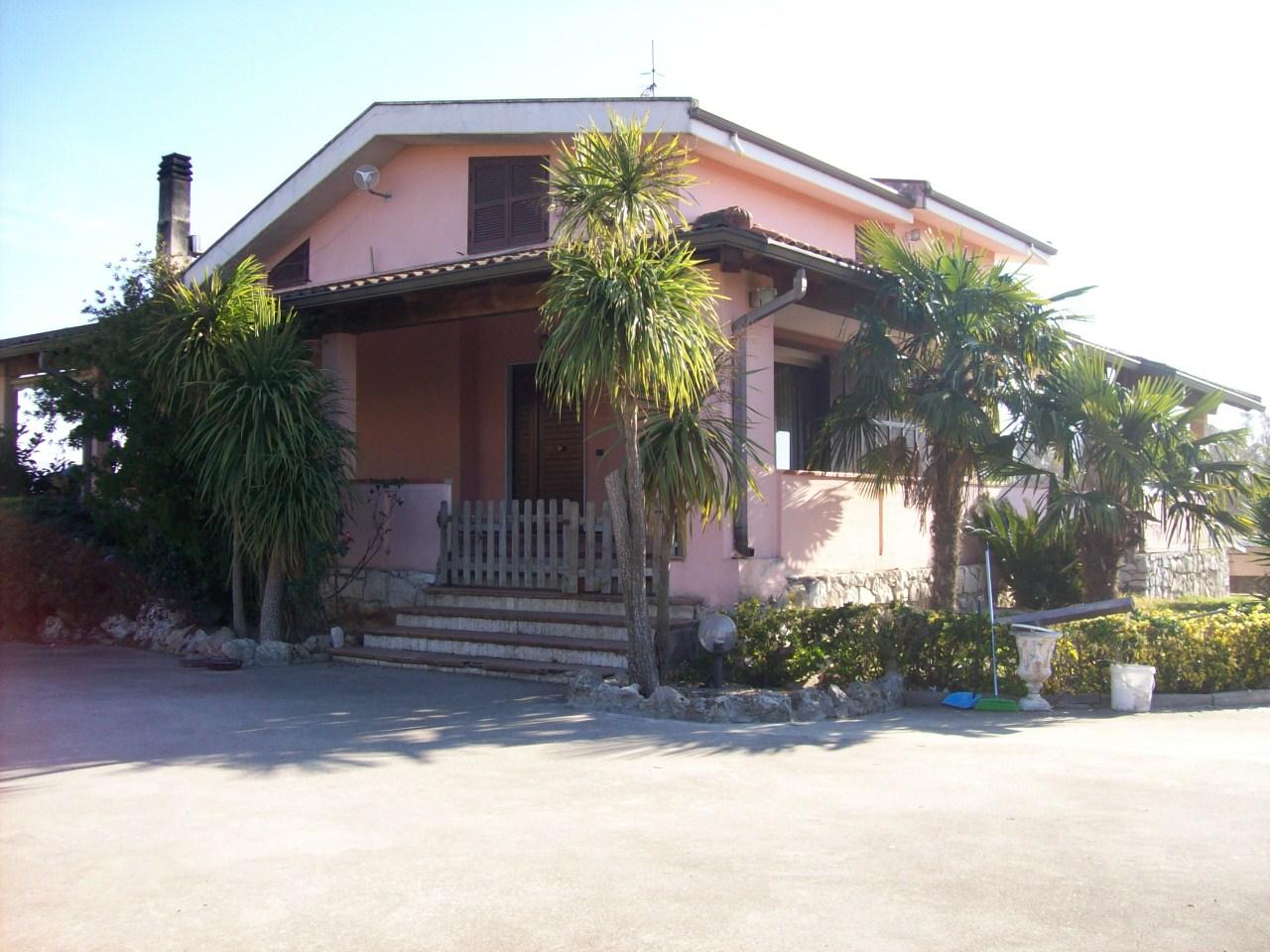 A240 Villa Indipendente