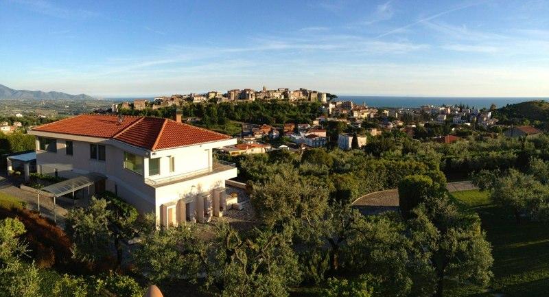 V28 Prestigiosa villa panoramica minturno